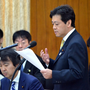 宮内秀樹、国会で質問に立ちました