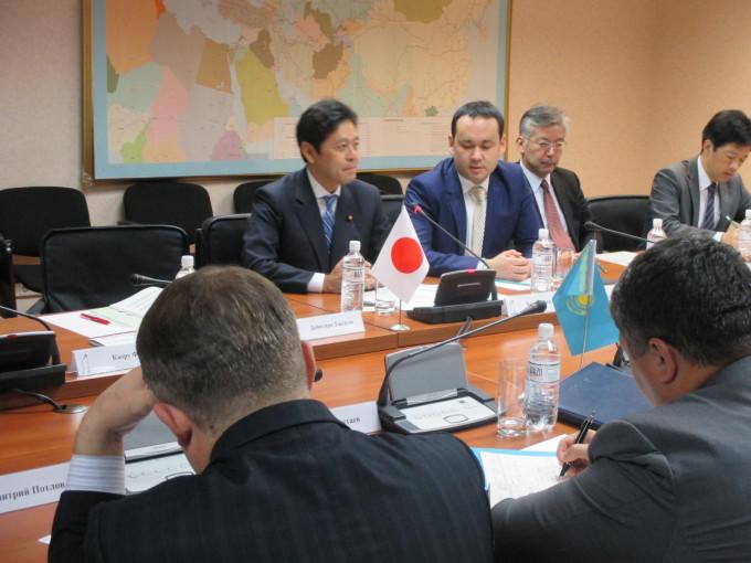 カシムベック投資発展省副大臣とのバイ会談